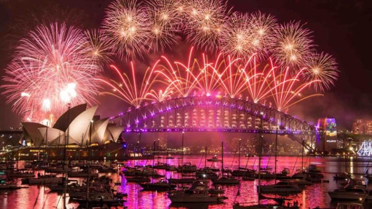 Año Nuevo en el Mundo: Sydney, Tokyo, Dubai, Moscow, Paris, Lonres, Rio de Janeiro Nueva York, Vancouver, Buenos Aires, Montevideo, Asunción, Santiago, Sao Paulo- Fuegos artificiales En Vivo